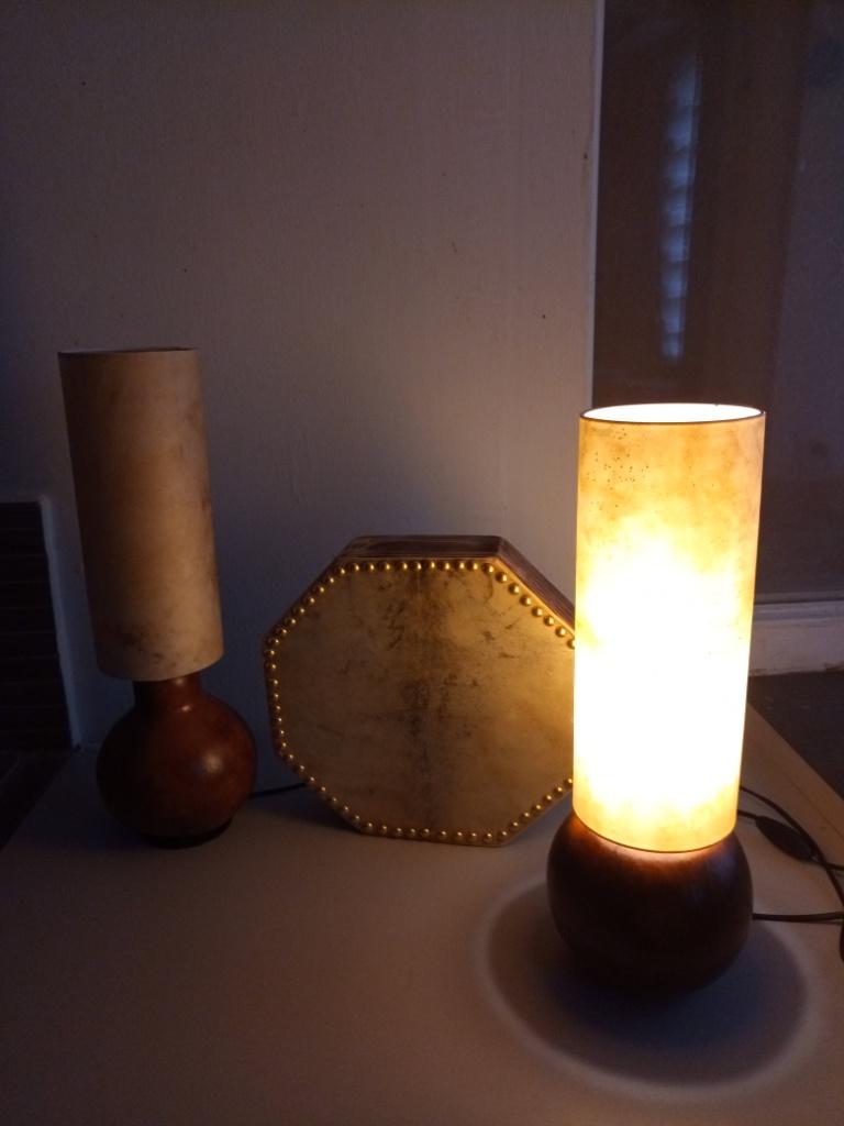 Lampes calebasses et lampe en peau