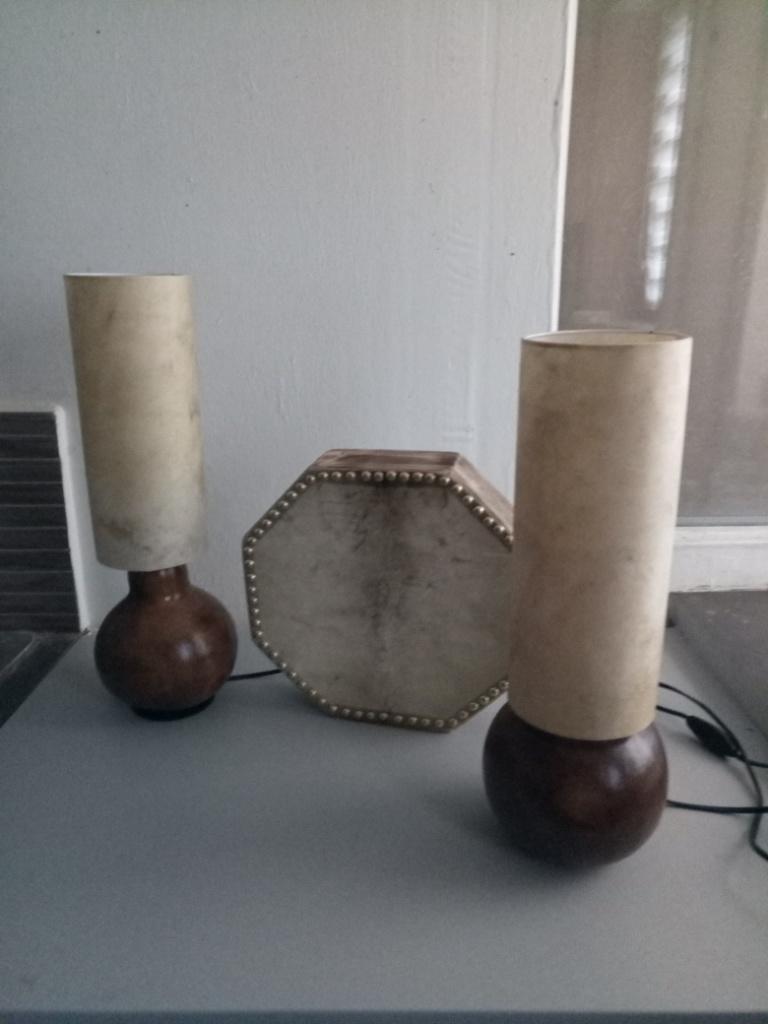 Lampes calebasses et peau