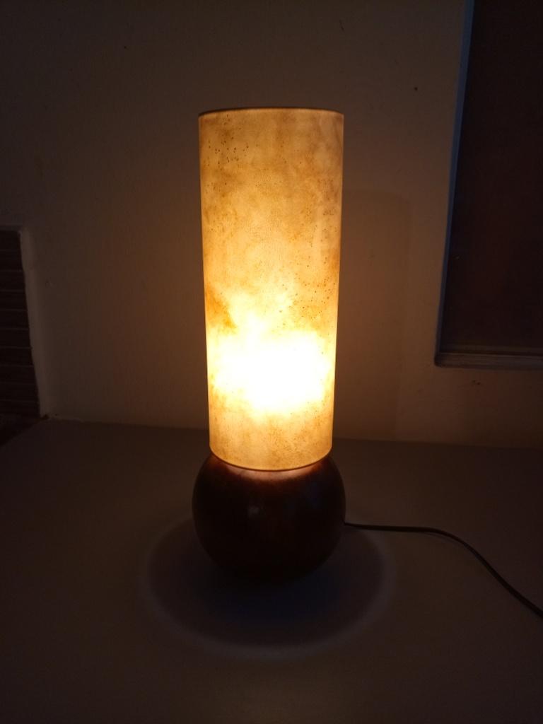 Lampe calebasse ronde avec abat jour peau de chèvre
